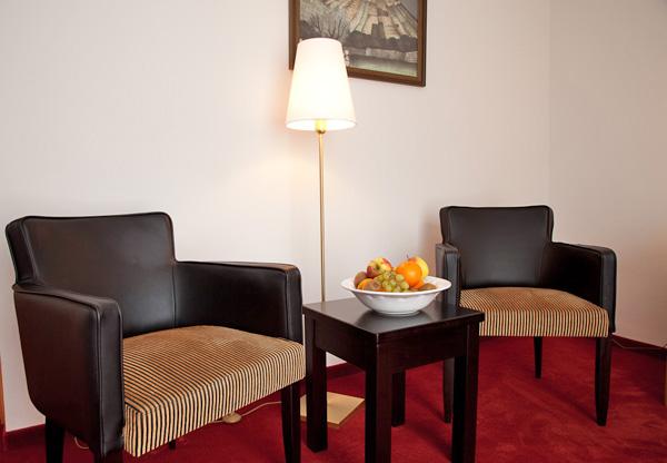 Sitzecke in einem Hotelzimmer Deutsche Eiche Uelzen